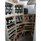 Casiers à vin en bois, le beau système de stockage flexible! Ici sous l'escalier.