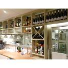 Casiers à vin en bois, le système de stockage, beau et très pratique pour votre restaurant.