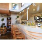 Kabinett : casiers  à vin en bois, le beau système de stockage flexible pour restaurant ou café.