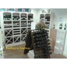Beaux casiers à bouteilles, le système de stockage, beau et très pratique pour votre boutique.