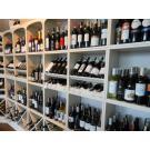 Casiers à vin Kabinett, le système modulaire pour votre restaurant. Les bouteilles foncées sur fond blanc. Effet merveilleux!