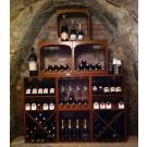Van Ditmars Wijnkoperij à Doesburg: beaux casiers à vin en bois teintés et laqués. Très attrayant!