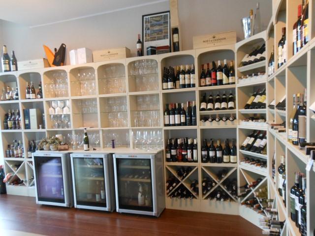 trois armoires  à vin